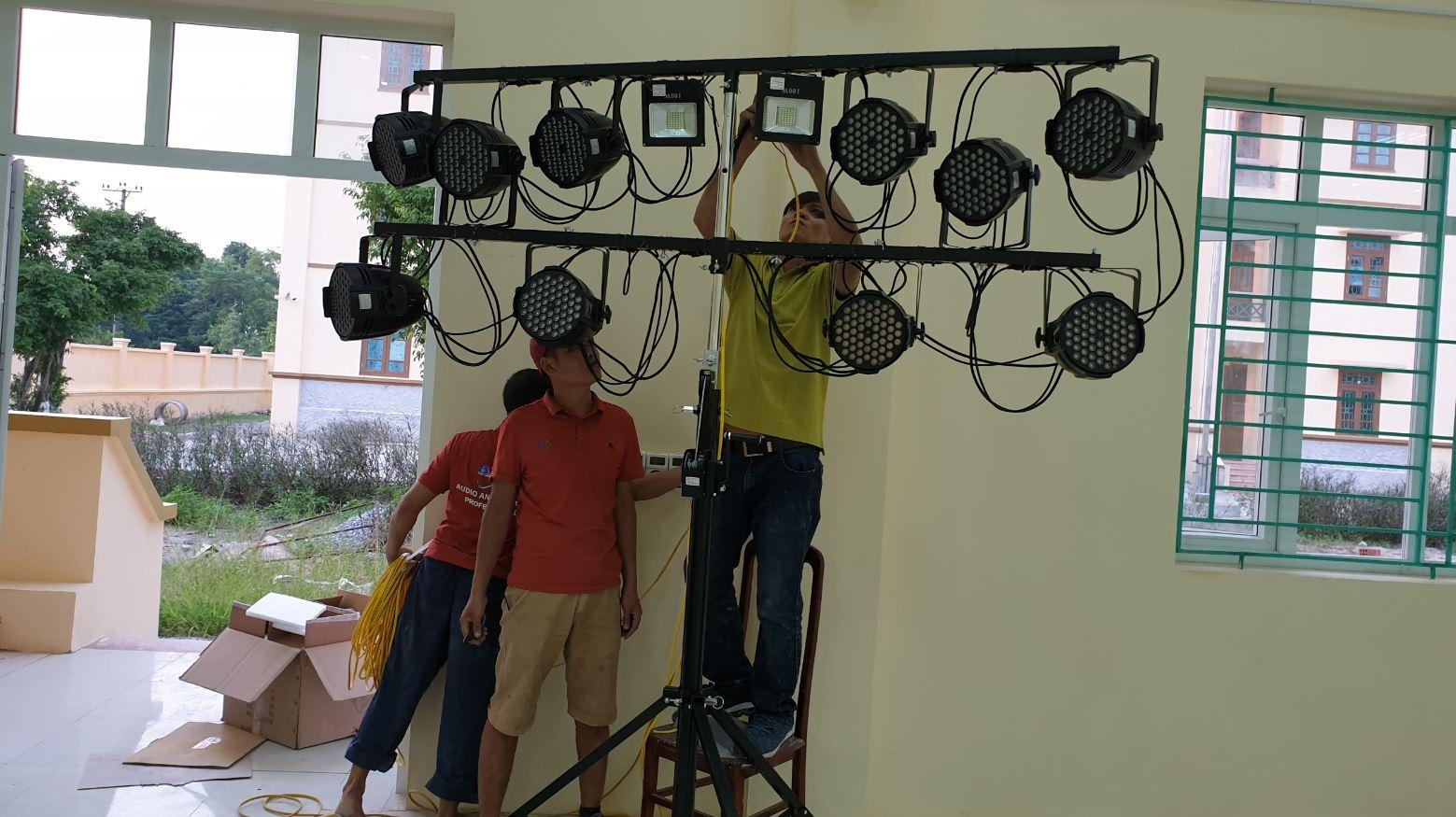 lắp đặt hệ thống ánh sáng chuyên nghiệp