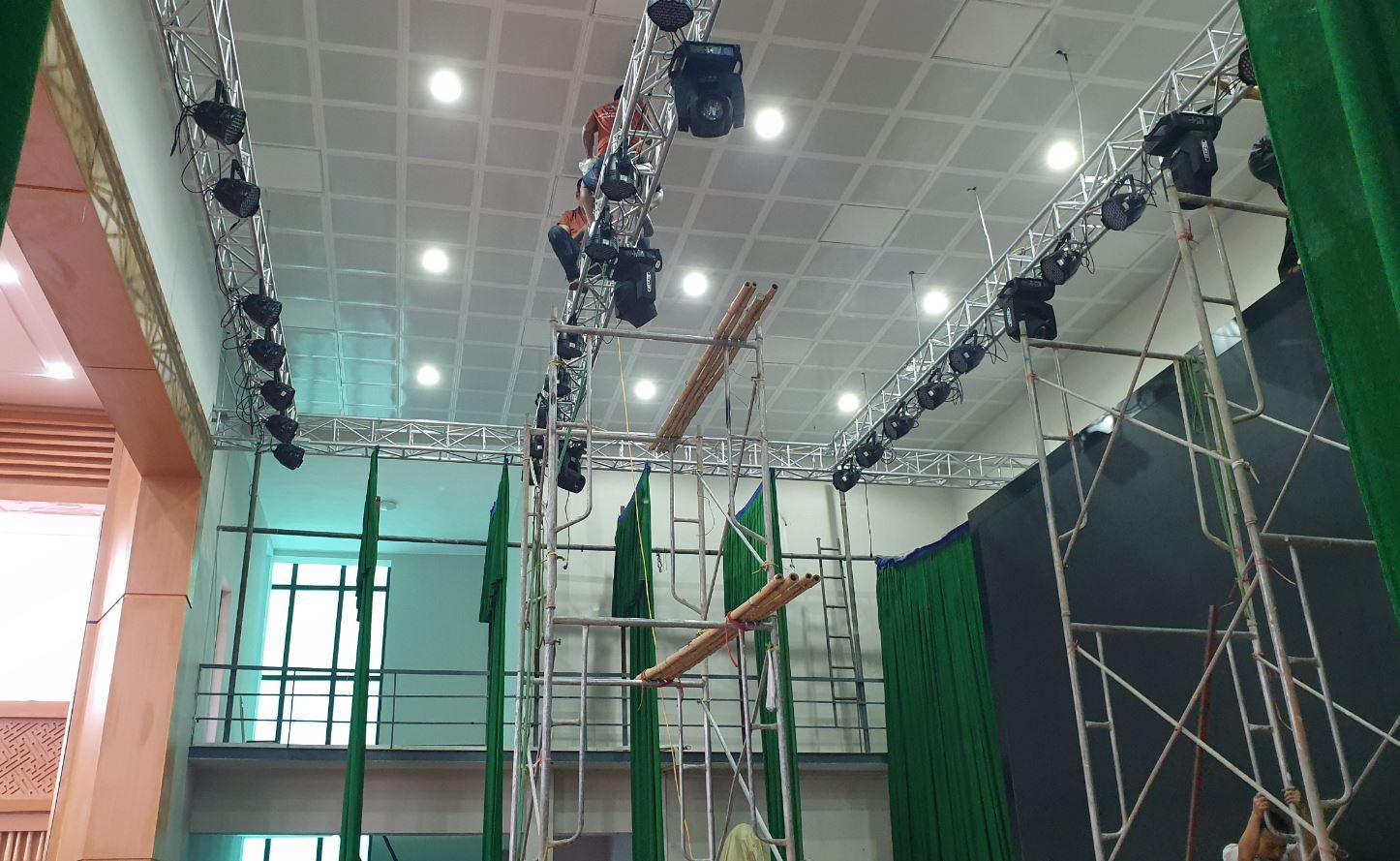 lắp đặt âm thanh ánh sáng cho hội trường