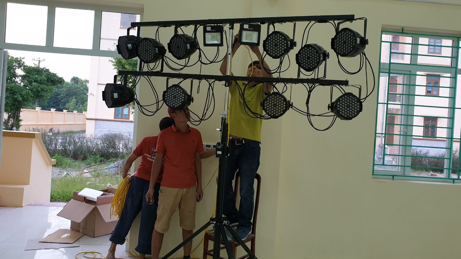 lắp đặt hệ thống âm thanh ánh sáng nhà văn hóa các cấp 1