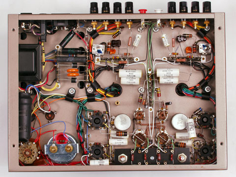 cấu tạo của amply hệ thống âm thanh