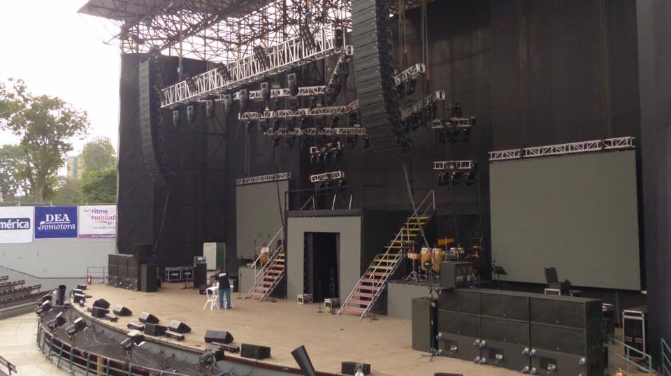Tất cả những bộ phận cấu thành nên sân khấu ngoài trời cần được kiểm tra một cách kĩ càng