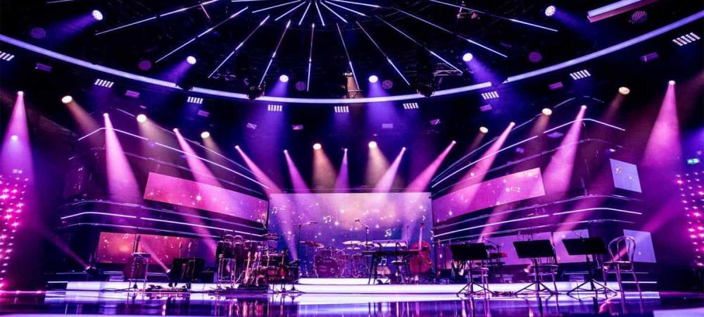 Ánh sáng sân khấu chuyên nghiệp bao gồm những thiết bị nào?
